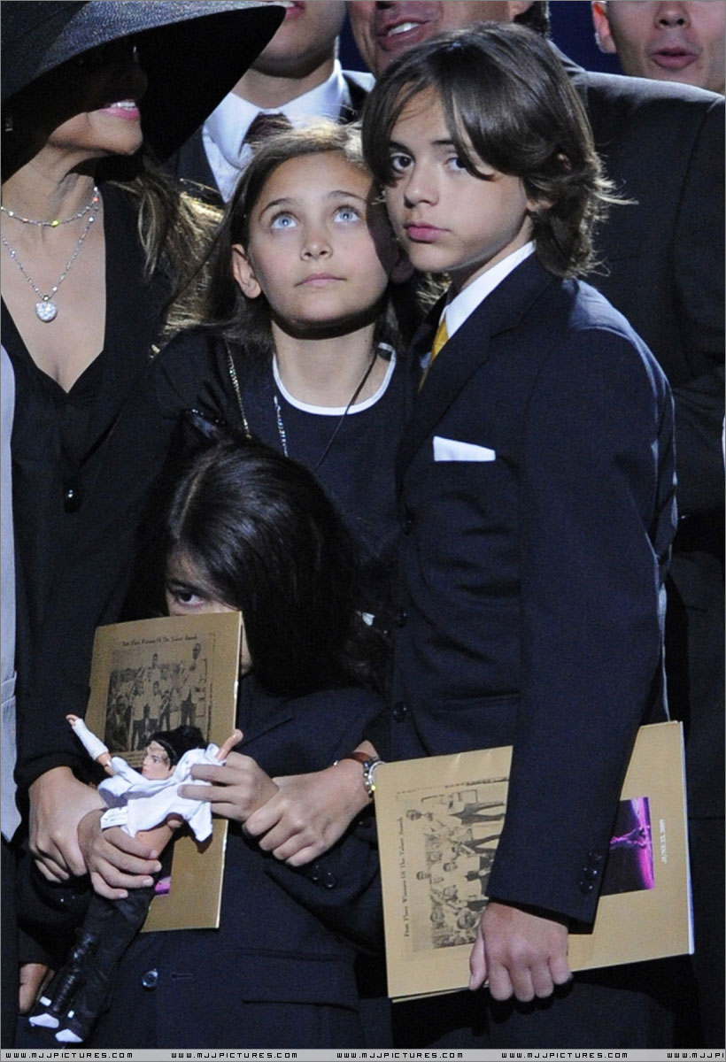 Michael Jackson News, Pictures, and Videos m Michael jackson funeral pictures children
