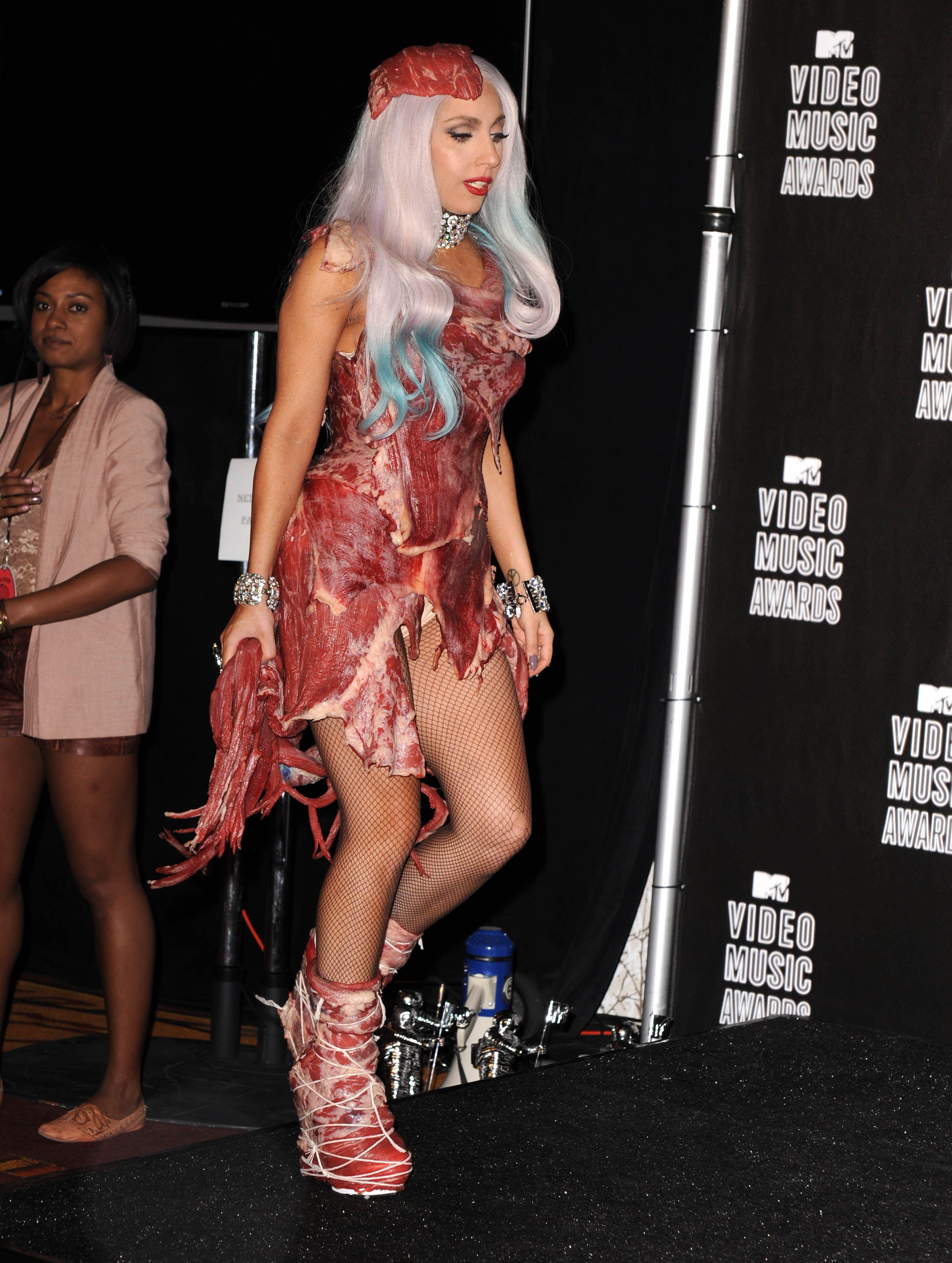 DC Lady Gaga VMA 2010 411