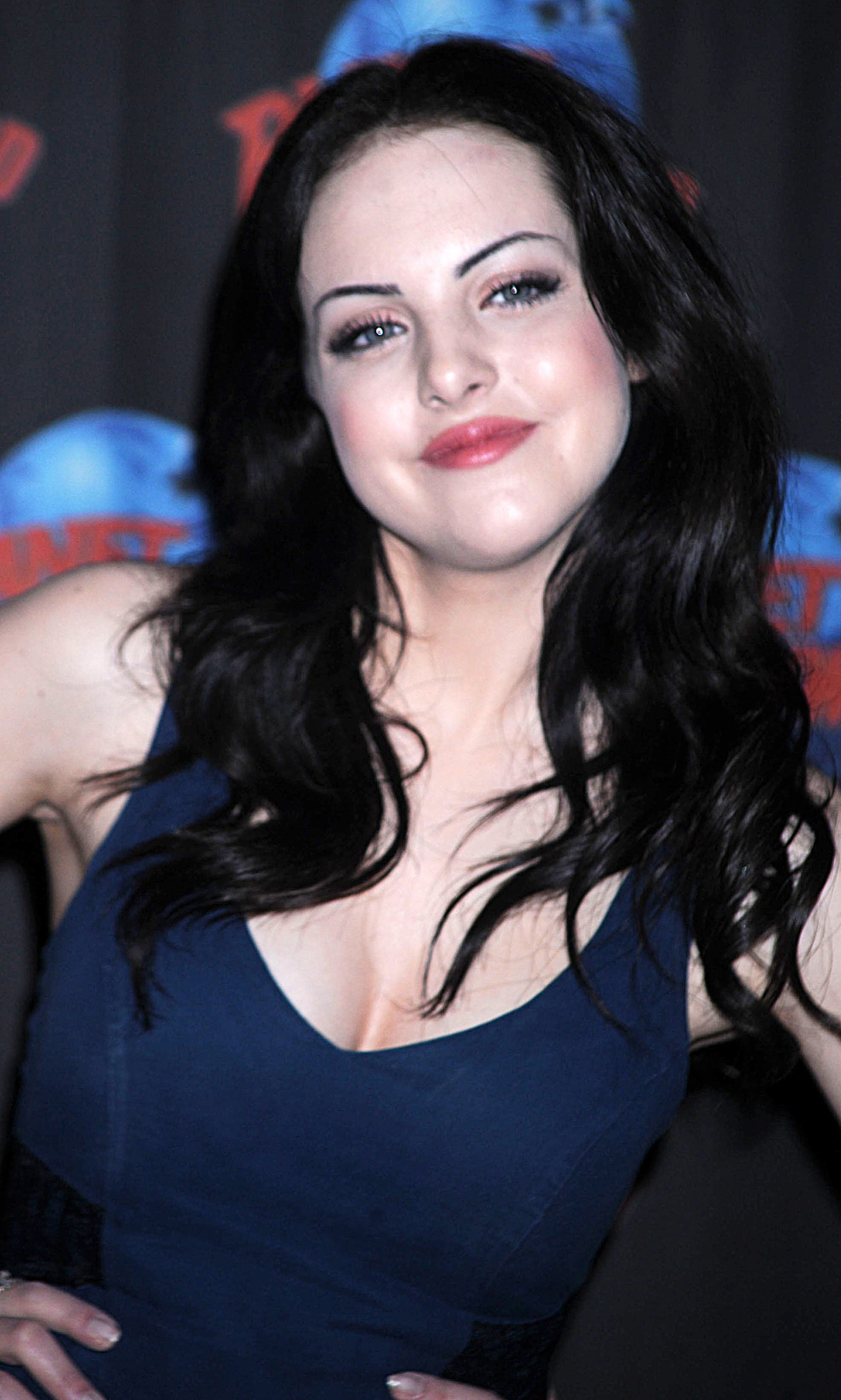 Elizabeth Gillies - Wallpaper Colection