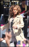http://s1d4.turboimagehost.com/t/2081886_whitney-houston-919-11.jpg