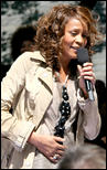 http://s1d4.turboimagehost.com/t/2081893_whitney-houston-919-12.jpg